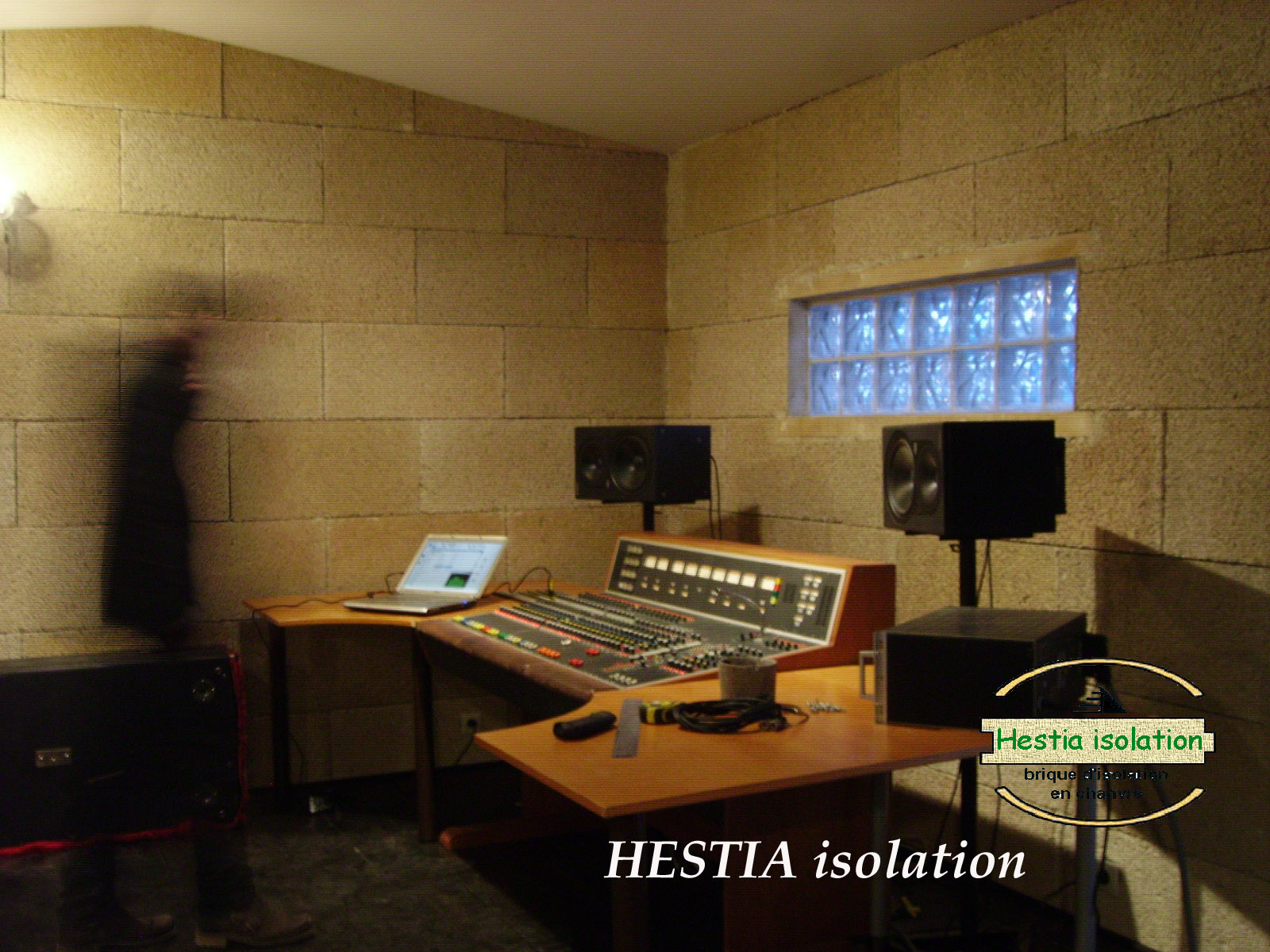 isolation acoustique studio enregistrement brique de chanvre bloc HESTIA isolant naturel