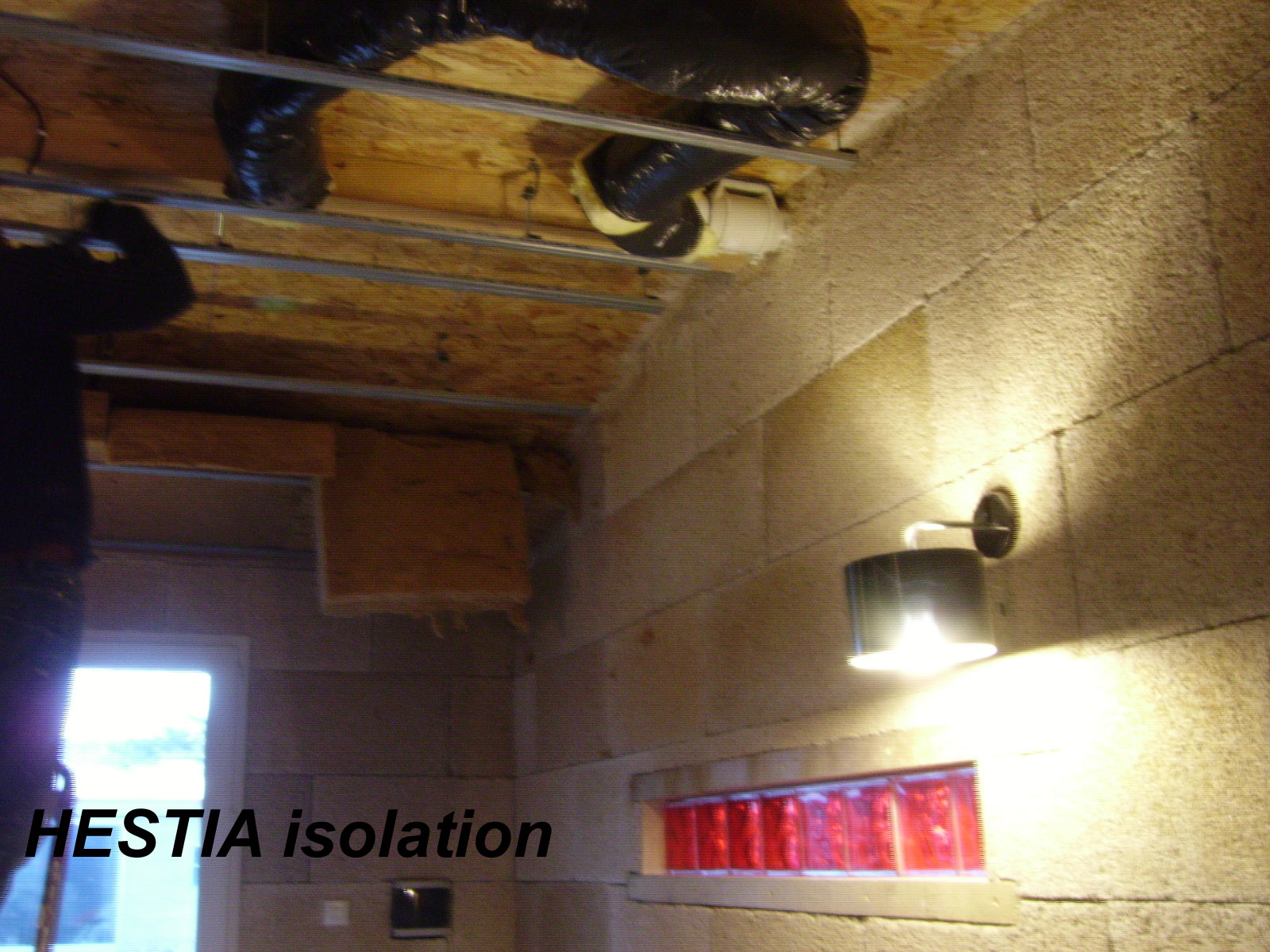 ventilation sourde avec absorbeur de vibration mur blocs en chanvre hestia